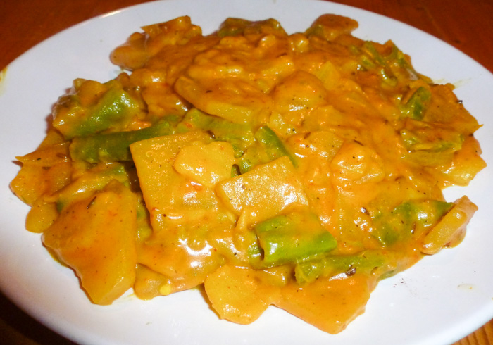 Patate con toma, peperoni dolci, curcuma e coriandolo