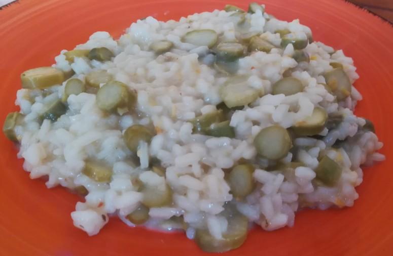 Risotto agli asparagi con scorza di limone crema di mandorle