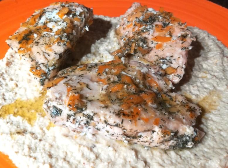 Salmone su crema di carciofi agli agrumi