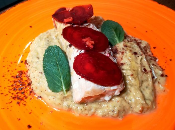 ricetta salmone crema di porri barbabietola sommacco aneto limone