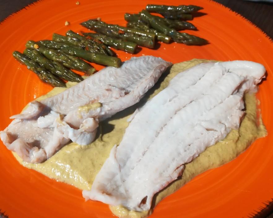 ricetta sogliola al vapore con crema di asparagi pistacchi e limone