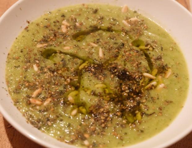 Vellutata ai broccoli con pinoli e zattar