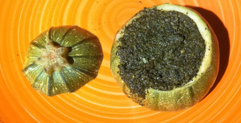 ricetta zucchine ripiene cavolo nero olive pinoli parmigiano