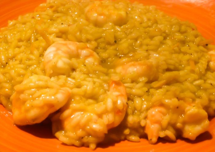 Ricetta risotto piccante ai gamberi e arancia, curcuma e brodo vegetale di estrattore.