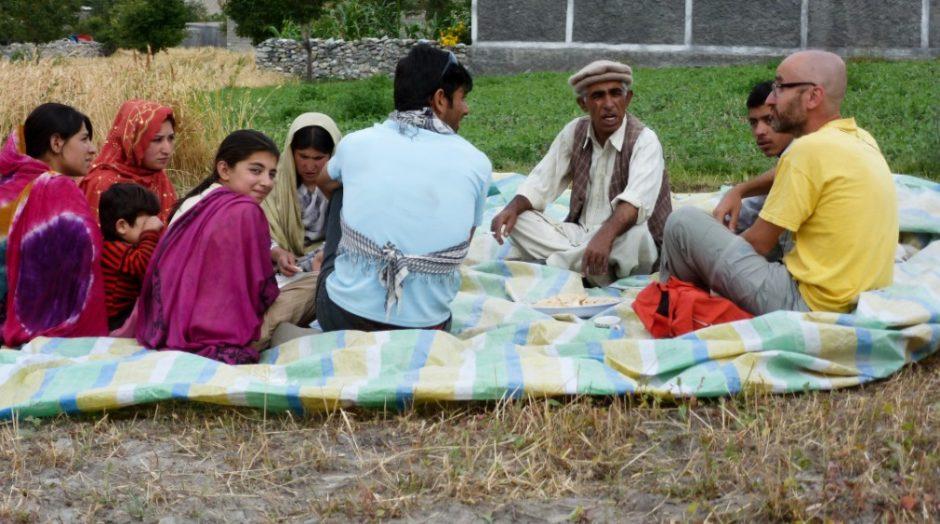 sost karakorum highway picnic