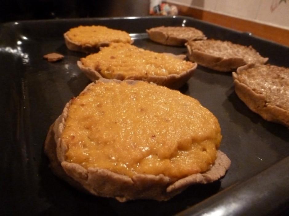 Ricetta tortino farina integrale di farro, crema di zucca parmigiano fave di tonka peperoncino. In alternativa pesto di carciofi al pepe rosa