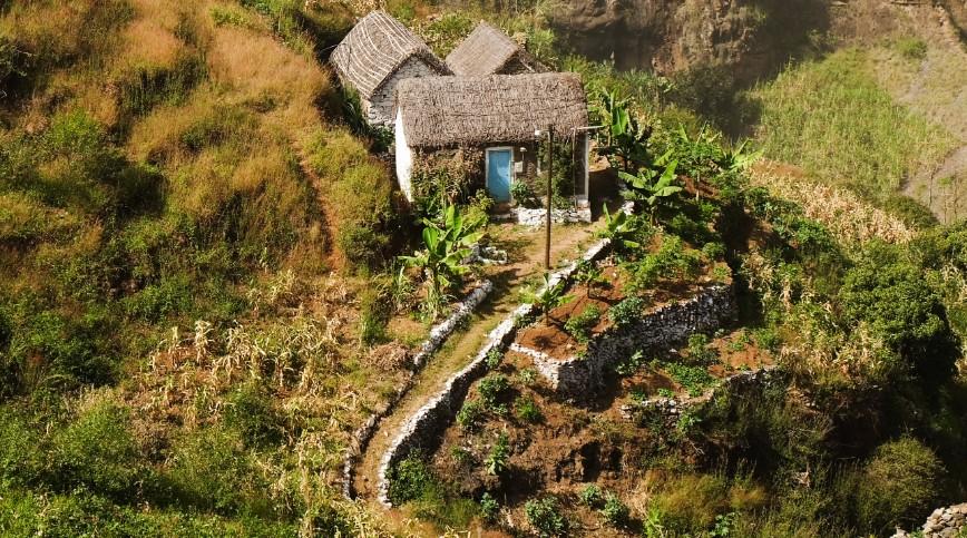 trekking espongeiro coculi santo antao casa