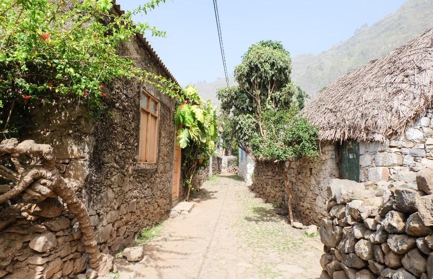 trekking espongeiro coculi santo antao case