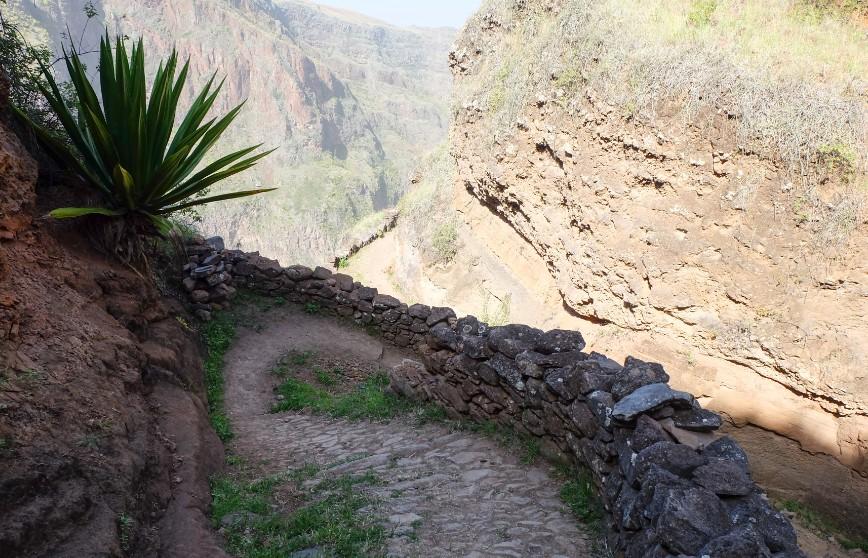 trekking espongeiro coculi santo antao tornante