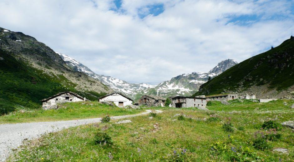 trekking valgrisanche lago di san grato sentiero escursione valle aosta