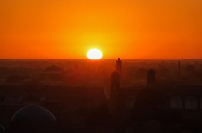 uzbekistan tramonto steppa minareti