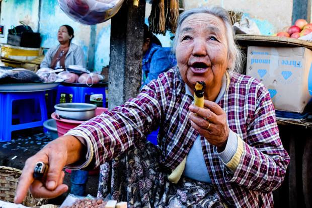 viaggio in Birmania, fumo