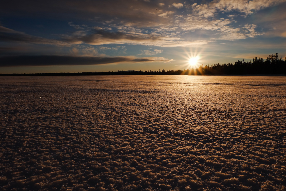 viaggio inverno lapponia pallas yllastunturi tramonto lago